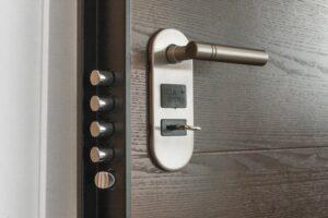 Buitendeur of voordeur plaatsen inbraakwerend